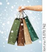 Купить «Счастливая девушка с покупками после удачного шоппинга», фото № 5070742, снято 8 декабря 2012 г. (c) Syda Productions / Фотобанк Лори