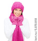 Купить «Счастливая молодая женщина в свитере и вязаном шарфе», фото № 5070818, снято 15 августа 2013 г. (c) Syda Productions / Фотобанк Лори