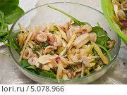 Купить «Салат из кальмаров с зеленью», эксклюзивное фото № 5078966, снято 24 мая 2012 г. (c) Алёшина Оксана / Фотобанк Лори
