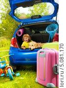 Купить «Мальчик с собакой сидят в багажнике автомобиля», фото № 5081170, снято 3 августа 2013 г. (c) Сергей Новиков / Фотобанк Лори