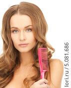 Купить «Девушка с роскошными волосами расчесывает кончики гребенкой», фото № 5081686, снято 10 октября 2010 г. (c) Syda Productions / Фотобанк Лори