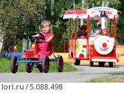 Купить «Девочка на игрушечной машине», фото № 5088498, снято 1 сентября 2013 г. (c) Хайрятдинов Ринат / Фотобанк Лори