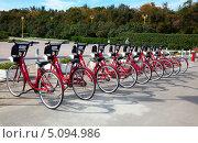 Купить «Пункт велопроката в Москве», фото № 5094986, снято 27 сентября 2013 г. (c) Наталья Волкова / Фотобанк Лори