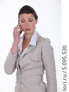 Девушка узнала плохие новости по телефону. Стоковое фото, фотограф Phovoir Images / Фотобанк Лори