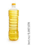 Купить «Подсолнечное масло в пластиковой бутылке», фото № 5097078, снято 29 марта 2013 г. (c) Андрей Кузьмин / Фотобанк Лори