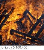 Купить «Огонь - горящее дерево», фото № 5100406, снято 29 сентября 2013 г. (c) SevenOne / Фотобанк Лори