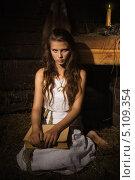 Купить «Молодая девушка сидит при свете свечи со старой книгой», фото № 5109354, снято 25 августа 2013 г. (c) Дмитрий Черевко / Фотобанк Лори