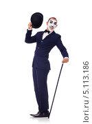 Купить «Мужчина в гриме мима с котелком и тростью в руках. Изолировано на белом», фото № 5113186, снято 2 июля 2013 г. (c) Elnur / Фотобанк Лори