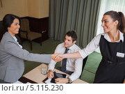 Купить «Женщины пожимают руки при знакомстве на деловой встрече», фото № 5115230, снято 1 октября 2012 г. (c) Wavebreak Media / Фотобанк Лори