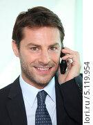 Купить «Деловой человек звонит по телефону», фото № 5119954, снято 19 мая 2010 г. (c) Phovoir Images / Фотобанк Лори