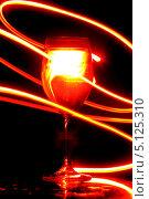 Купить «Светящийся бокал с напитком», фото № 5125310, снято 21 сентября 2008 г. (c) Иван Михайлов / Фотобанк Лори
