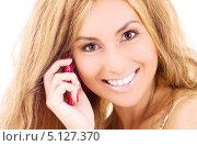 Купить «Счастливая девушка отвечает на звонок по мобильному телефону», фото № 5127370, снято 13 июня 2009 г. (c) Syda Productions / Фотобанк Лори