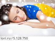 Купить «Уставшая девушка задремала на кровати», фото № 5128750, снято 21 июля 2012 г. (c) Syda Productions / Фотобанк Лори