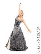Купить «Молодая женщина в оригинальном платье на белом фоне», фото № 5135134, снято 25 ноября 2006 г. (c) Syda Productions / Фотобанк Лори