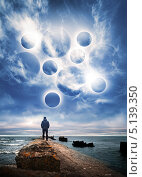 Купить «Мужчина стоит на старом морском пирсе, синее небо с облаками и фантастическими рисунками», фото № 5139350, снято 7 апреля 2020 г. (c) EugeneSergeev / Фотобанк Лори