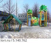 Купить «Детская площадка во дворе дома, улица Борисовкие пруды, Братеево, Москва», эксклюзивное фото № 5140762, снято 14 марта 2011 г. (c) lana1501 / Фотобанк Лори