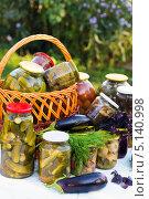 Купить «Домашнее консервирование, овощные консервы», фото № 5140998, снято 8 августа 2013 г. (c) Володина Ольга / Фотобанк Лори