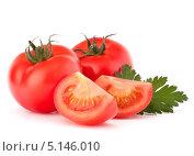 Купить «Спелые помидоры и петрушка, изолированно на белом фоне», фото № 5146010, снято 12 апреля 2012 г. (c) Natalja Stotika / Фотобанк Лори