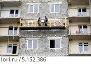 Рабочие на отделке жилого дома (2013 год). Редакционное фото, фотограф Сергей Хрушков / Фотобанк Лори