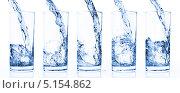Купить «Голубая вода наливается в стакан», фото № 5154862, снято 9 октября 2009 г. (c) Станислав Фридкин / Фотобанк Лори