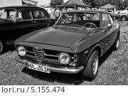 Купить «Итальянский автомобиль Alfa Romeo GT 1300 Junior, вид спереди. Чёрно-белое изображение», фото № 5155474, снято 19 мая 2013 г. (c) Sergey Kohl / Фотобанк Лори