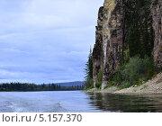 Скалистые берега реки. Стоковое фото, фотограф Александр Соловьев / Фотобанк Лори