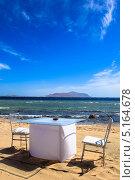 Романтичный столик на пляже красного моря. Стоковое фото, фотограф Степанова М Е / Фотобанк Лори