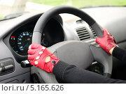 Купить «Девушка за рулем», фото № 5165626, снято 28 сентября 2013 г. (c) Арестов Андрей Павлович / Фотобанк Лори