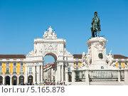 Праса-ду-Комерсиу (Praca do Comércio). Конная статуя Жозе I. Лиссабон. Португалия (2013 год). Редакционное фото, фотограф E. O. / Фотобанк Лори