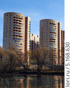 Купить «Современные многоэтажные жилые дома в городе Троицке осенью», фото № 5168630, снято 13 октября 2013 г. (c) SevenOne / Фотобанк Лори