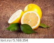 Сочный лимоны с листьями. Стоковое фото, фотограф Алексей Лукин / Фотобанк Лори