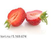 Свежие ягоды клубники на белом фоне. Стоковое фото, фотограф Наталья Бидюкова / Фотобанк Лори