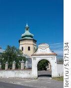 Колокольня возле церкви св. Лаврентия в Жолкве (Львовская обл., Украина) (2013 год). Стоковое фото, фотограф Инесса Скрипкина / Фотобанк Лори