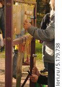 Купить «Игра на металлических пластинах в Коломенском», фото № 5179738, снято 18 октября 2013 г. (c) Иванова Анастасия / Фотобанк Лори