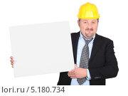 Купить «Мужчина в костюме и желтой каске с табличкой в руках», фото № 5180734, снято 7 мая 2010 г. (c) Phovoir Images / Фотобанк Лори