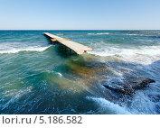 Купить «Разрушенный пирс и вечернее Черное море (Болгария)», фото № 5186582, снято 21 августа 2013 г. (c) Юрий Брыкайло / Фотобанк Лори