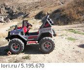 Купить «Авто в горной пустыне», фото № 5195670, снято 19 сентября 2007 г. (c) Sanna / Фотобанк Лори