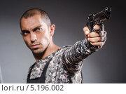 Купить «Солдат целится из пистолета», фото № 5196002, снято 6 июля 2013 г. (c) Elnur / Фотобанк Лори