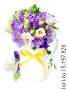 Купить «Букет фиолетовых цветов эустомы в вазе», фото № 5197826, снято 4 августа 2013 г. (c) Наталия Кленова / Фотобанк Лори