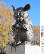 Купить «Мышь, вяжущая нить ДНК. Новосибирск, Академгородок», фото № 5198678, снято 20 октября 2013 г. (c) Дмитрий Федоров / Фотобанк Лори