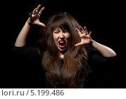 Купить «Истеричная кричащая девушка на черном фоне», фото № 5199486, снято 20 октября 2013 г. (c) Discovod / Фотобанк Лори