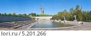 Купить «Волгоград. Мемориальный комплекс «Родина-мать зовёт!». Панорама», эксклюзивное фото № 5201266, снято 21 сентября 2013 г. (c) Андрей Ижаковский / Фотобанк Лори