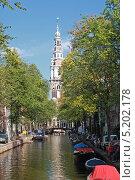Купить «Нидерланды. Амстердам. Типичный вид канала в центре города.», эксклюзивное фото № 5202178, снято 6 октября 2013 г. (c) Александр Тарасенков / Фотобанк Лори
