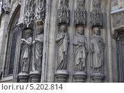 Купить «Статуи святых, поддерживающие арки входа церкви Святого Лаврентия (Сен-Лоран), Париж, Франция», фото № 5202814, снято 20 августа 2013 г. (c) Дарья Кравченко / Фотобанк Лори