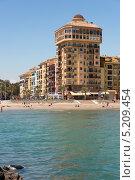 Центральный городской пляж и отель в Валенсии. Испания (2013 год). Редакционное фото, фотограф Евгений Андреев / Фотобанк Лори