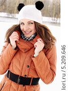 Купить «Красивая девушка в шапочке с ушами», фото № 5209646, снято 25 марта 2013 г. (c) Юлия Маливанчук / Фотобанк Лори