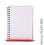 Купить «Блокнот в клетку и красная ручка на белом фоне», фото № 5211954, снято 22 мая 2012 г. (c) Natalja Stotika / Фотобанк Лори