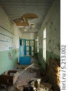 Коридор заброшенного здания. Стоковое фото, фотограф Сергей Рагулин / Фотобанк Лори