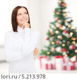 Купить «Красивая молодая женщина в белом свитере», фото № 5213978, снято 15 августа 2013 г. (c) Syda Productions / Фотобанк Лори
