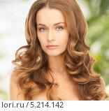 Красивая девушка с темно-русыми волосами. Стоковое фото, фотограф Syda Productions / Фотобанк Лори